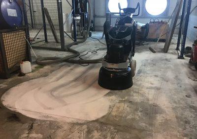 Essai de polissage sur sol industriel